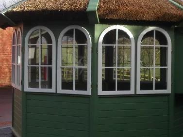 Wand mit Doppelfenster (für Reetdach-Pavillon)